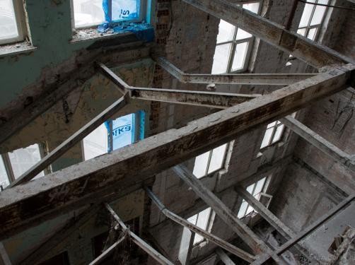 Zrujnowany wieżowiec Prudential. Niezwykła wyprawa fotoblogera. Przepaście zamiast pięter... ZDJĘCIA