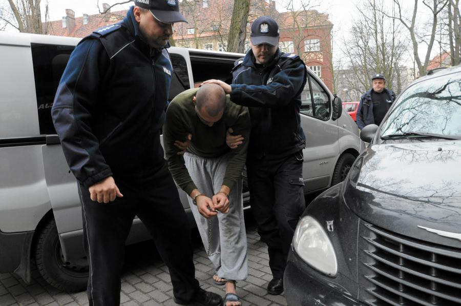 Policja prowadzi sprawcę wypadku w Kamieniu Pomorskim
