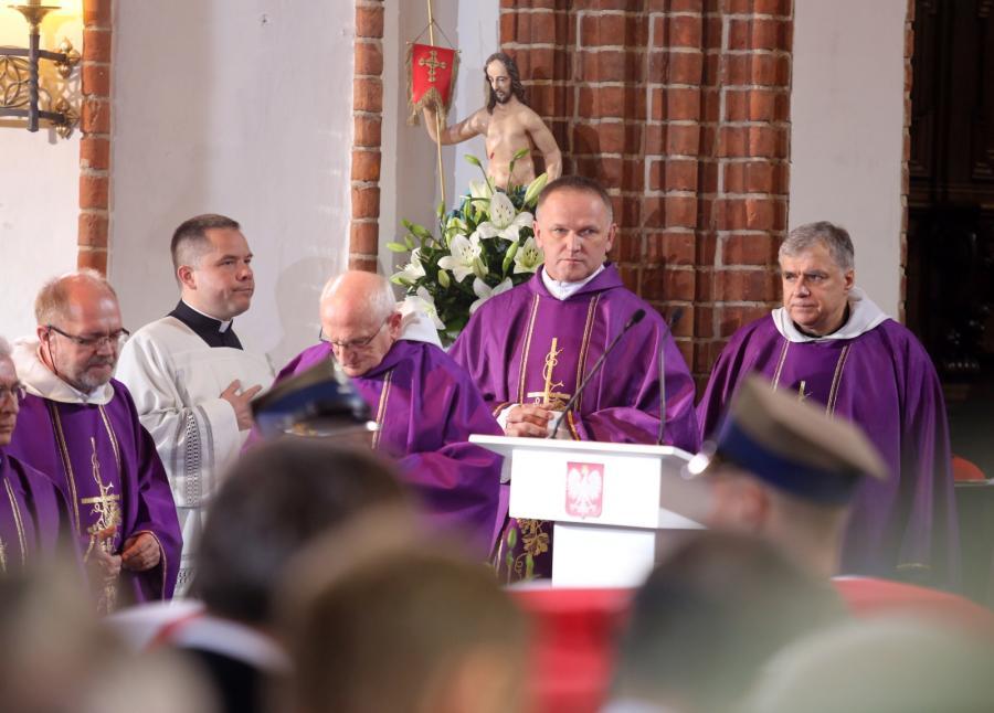 Ksiądz Wojciech Lemański na mszy