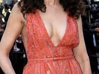57 lat i TAKI biust! Nieziemsko seksowna Andie MacDowell uwiodła Cannes