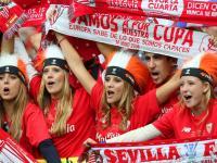 Piękne Hiszpanki oklaskiwały Krychowiaka. Polak w barwach Sevilli wygrał Ligę Europy. ZDJĘCIA