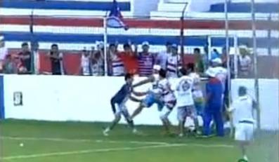 Wściekli kibole zaatakowali trenera! Wideo