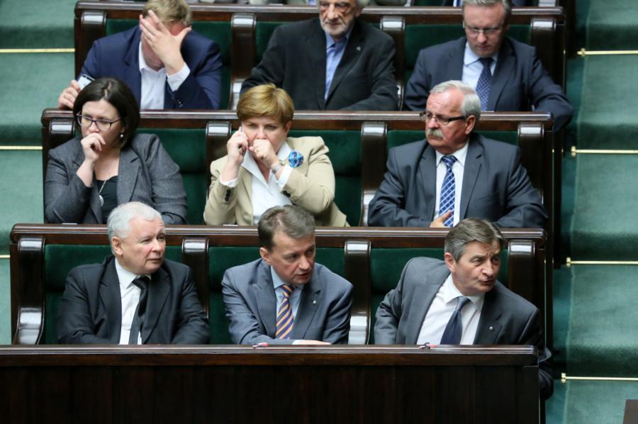 Politycy PiS, od lewej: prezes PiS Jarosław Kaczyński, przewodniczący KP PiS Mariusz Błaszczak i wicemarszałek Sejmu Marek Kuchciński