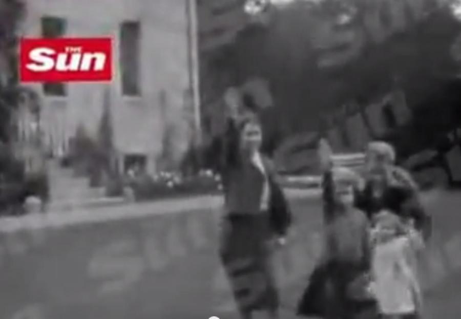 Elżbieta II i nazistowskie pozdrowienie