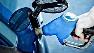 Tankowanie samochodu paliwem
