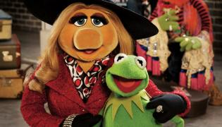 "Kermit i Piggy w ""Muppets: Most Wanted"""