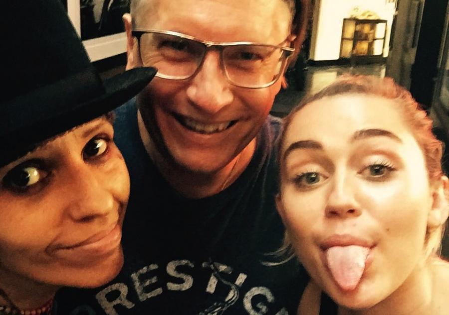 Miley Cyrus w studiu z Lindą Perry i Kerrym Brownem