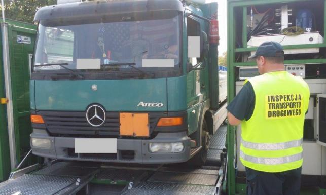 Przewoził 2 tony wybuchowego ładunku ciężarówką... bez hamulców. ZDJĘCIA