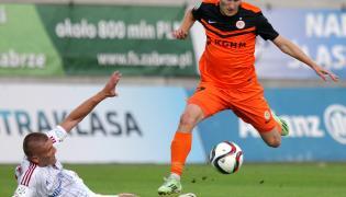 Oleksandr Szeweluchin (L) z miejscowego Górnika i Krzysztof Janus (P) z Zagłębia Lubin w meczu T-Mobile Ekstraklasy, rozegranym w Zabrzu