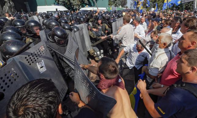 Zamieszki pod Radą Najwyższą w Kijowie. Są zabici i ranni [ZDJĘCIA]