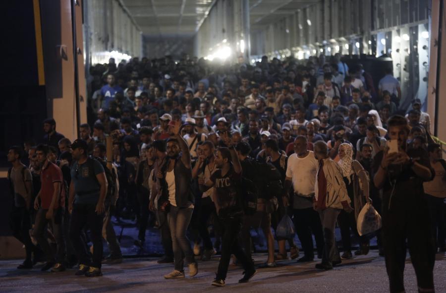 Uchodźcy z Syrii w greckim porcie Pireus