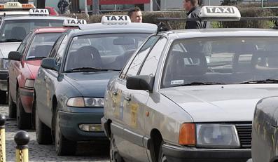 Nie daj się zrobić na szaro w taksówce
