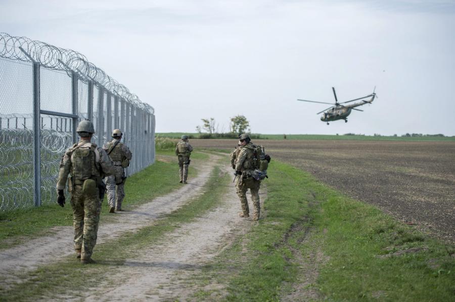Węgierskie wojsko patroluje granicę z Serbią