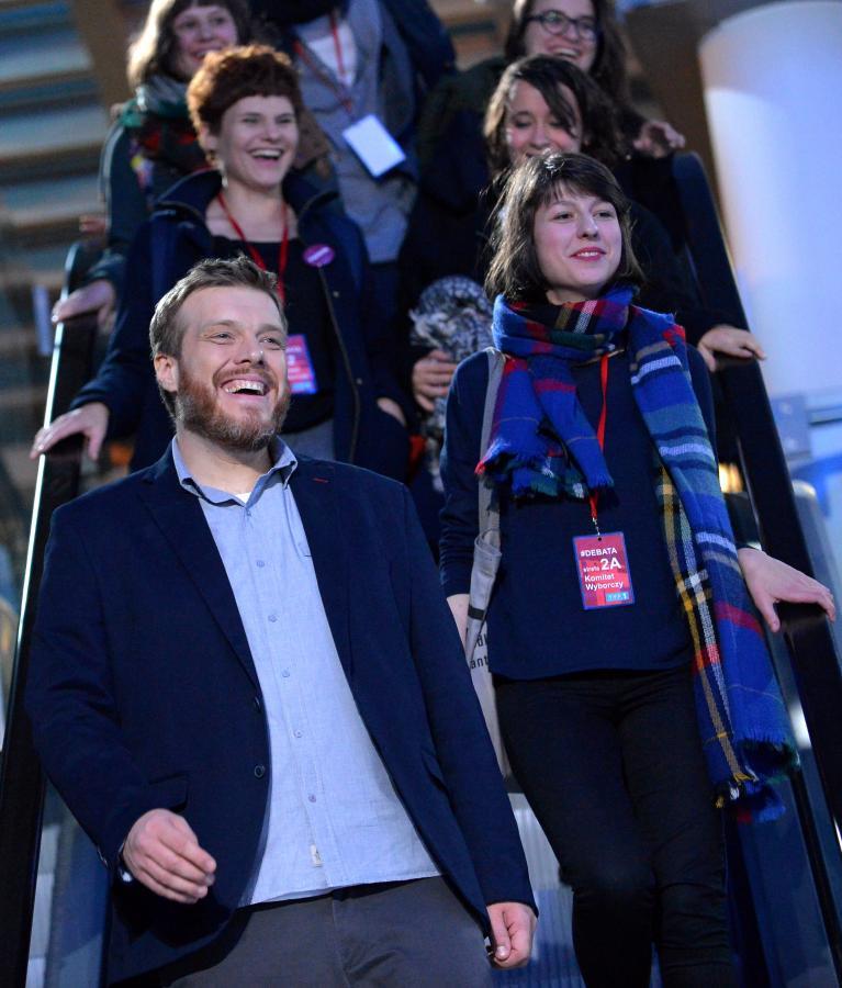 Adrian Zandberg z członkami Partii Razem po debacie w TVP