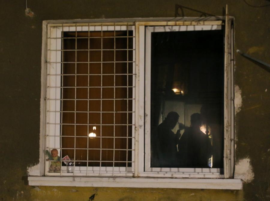 Straż pożarna i policja pracuje na miejscu tragicznego pożaru w kamienicy przy ul. Stalowej w Warszawie