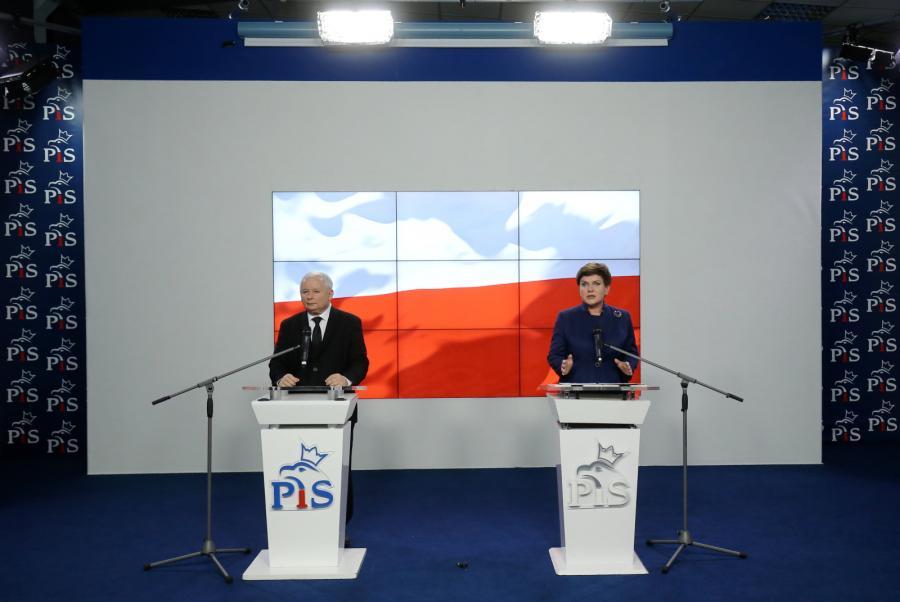 Kandydatka na premiera Beata Szydło w towarzystwie prezesa PiS Jarosława Kaczyńskiego