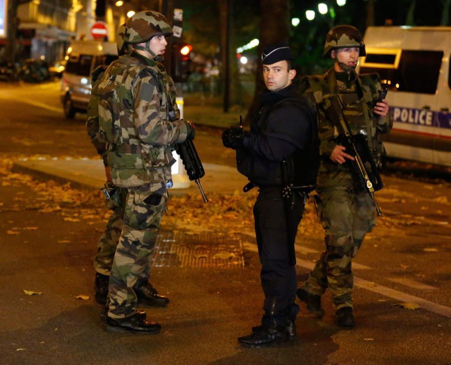 Policja i wojsko na ulicach Paryża