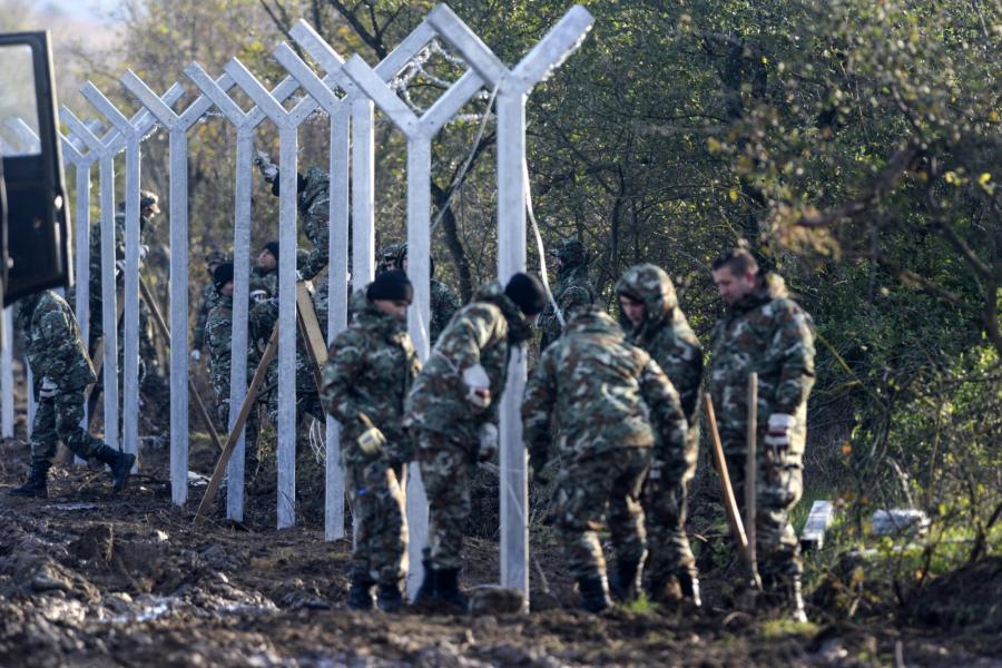 Macedonia buduje mur na granicy z Grecją