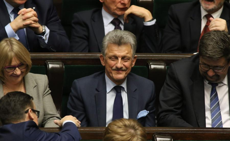 Poseł PiS Stanisław Piotrowicz na sali posiedzeń w Sejmie