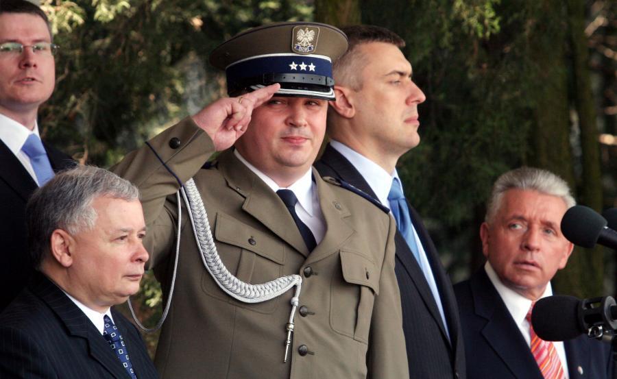 Premier Jarosław Kaczyński (L), szef BOR ppłk Andrzej Pawlikowski (2L) oraz wicepremierzy - minister edukacji Roman Giertych (2P) i minister rolnictwa Andrzej Lepper. Zdjęcie z czerwca 2007 roku