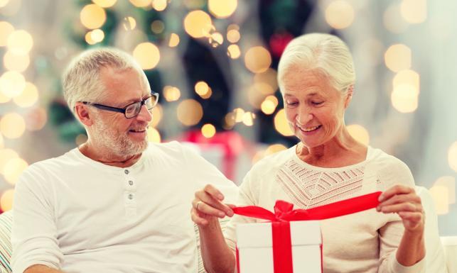 Co kupić dziadkom pod choinkę? 20 pomysłów na prezent dla seniora