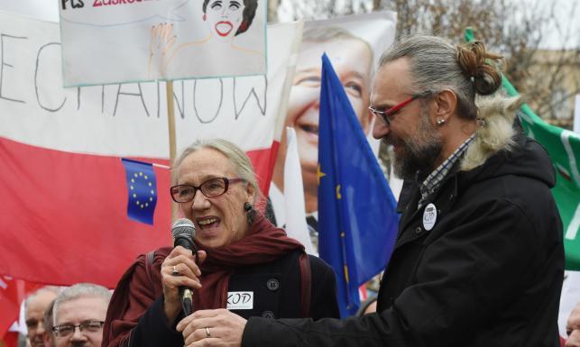 Kto stoi za organizacją manifestacji KOD? Schetyna odpowiada Szydło