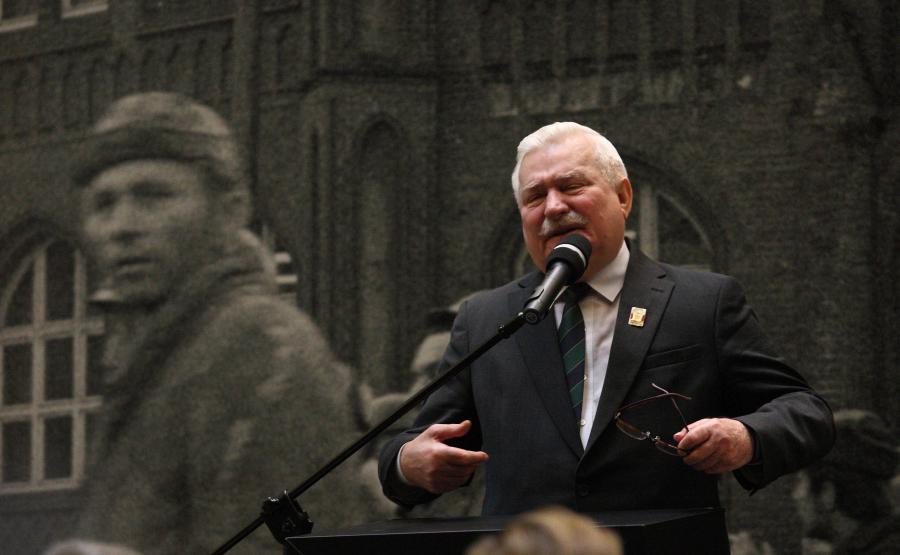 Lech Wałęsa w czasie obchodów 45-lecia tragicznych wydarzeń grudniowych na Wybrzeżu w 1970 roku