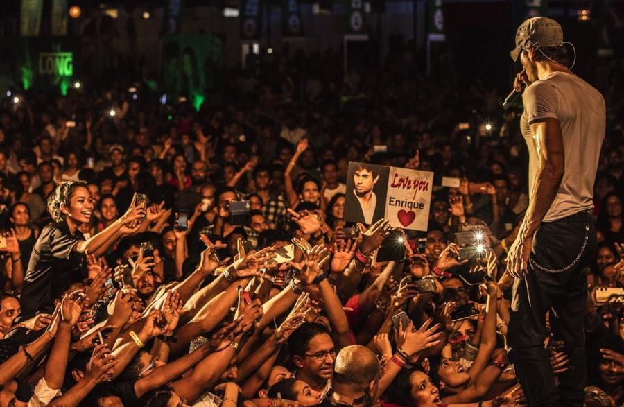 Enrique Iglesias podczas koncertu na Sri Lance
