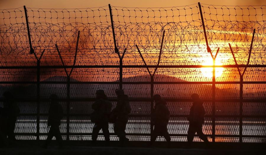 Ogrodzenie z drutu kolczastego na granicy Korei Południowej i Północnej