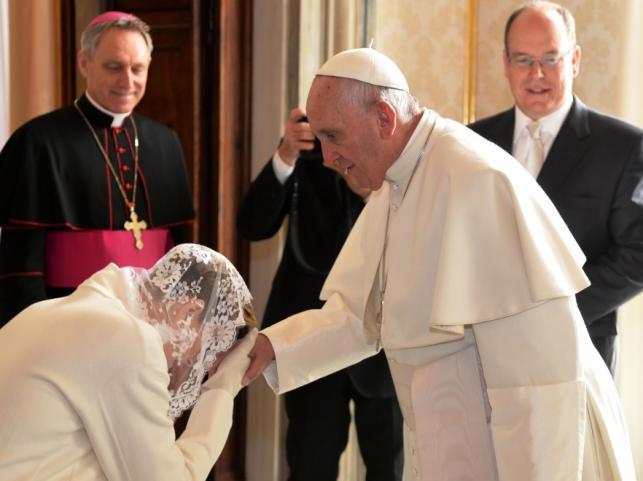 Księżna Charlene i papież Franciszek