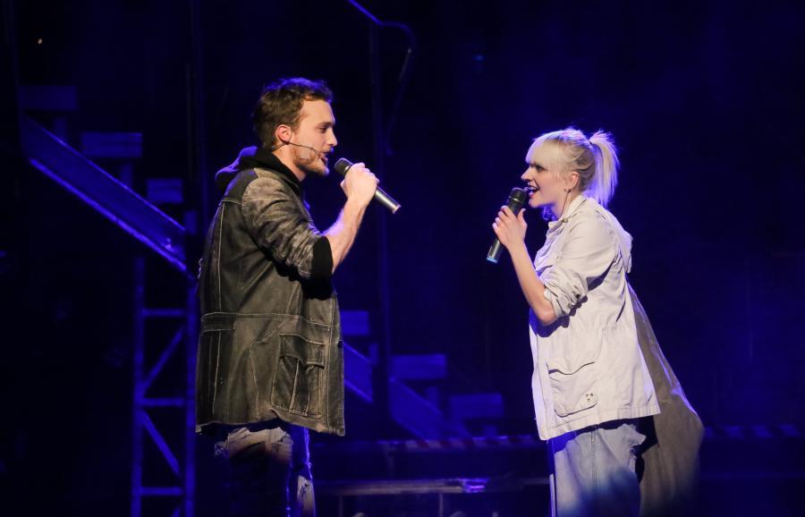 Natalia Kujawa i Jan Traczyk na scenie podczas jubileuszowego spektaklu
