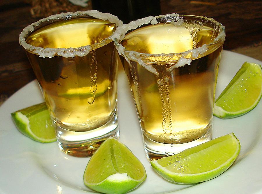 Najlepszym przyjacielem kobiety… tequila!