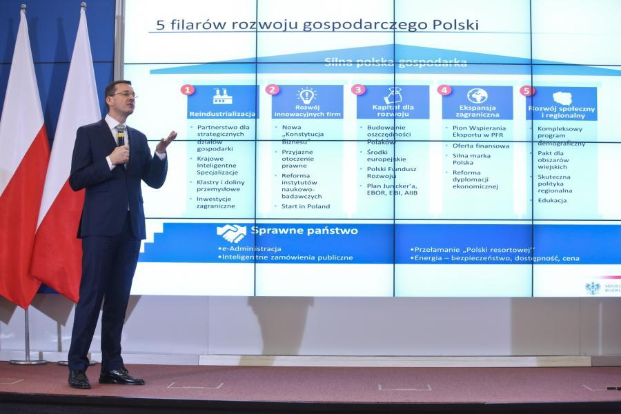 Wicepremier, minister rozwoju Mateusz Morawiecki, podczas konferencji prasowej, po posiedzeniu rządu w Warszawie