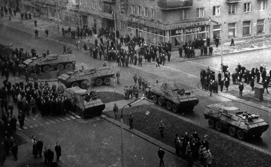 Gdynia, wydarzenia grudniowe 1970 roku. Wojskowe transportery opancerzone na ulicach