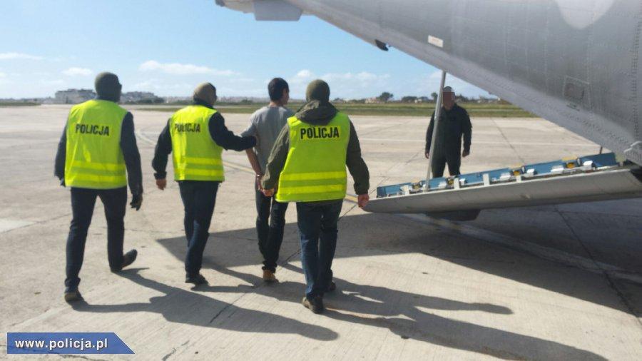 Transport Kajetana P. wojskową Casą z Malty do Polski