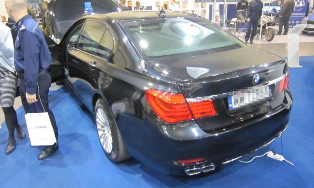 Czy oponę do pancernego BMW można zastąpić zwykłą? Tajemnice prezydenckiej limuzyny ujawniono jeszcze przed wyborami. FOTO w dziennik.pl