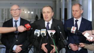 Przewodniczący PO Grzegorz Schetyna, przewodniczący KP PO Sławomir Neumann i europoseł Janusz Lewandowski