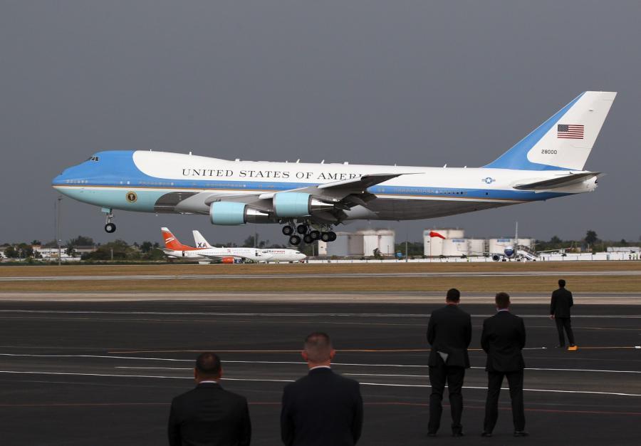 Prezydent ląduje w Hawanie