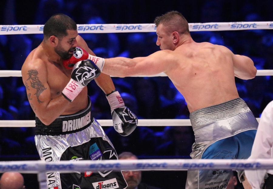 Tomasz Adamek (P) i Amerykanin Eric Molina (L) podczas walki w wadze ciężkiej o pas IBF Inter-Continental, w trakcie gali bokserskiej Polsat Boxing Night