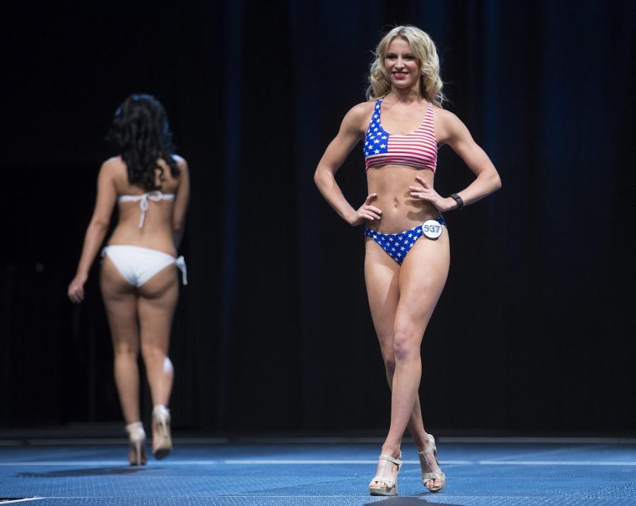 Seksowne cheerleaderki Los Angeles Rams pokazały się w kostiumach kąpielowych