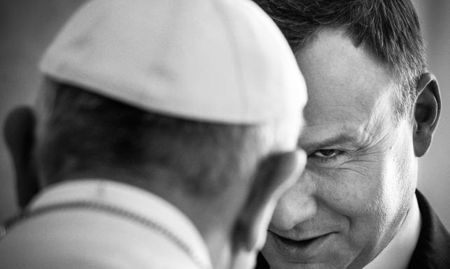 Duda z papieżem, Wałęsa i wszystkie NAJLEPSZE ZDJĘCIA. Konkurs Grand Press Photo 2016