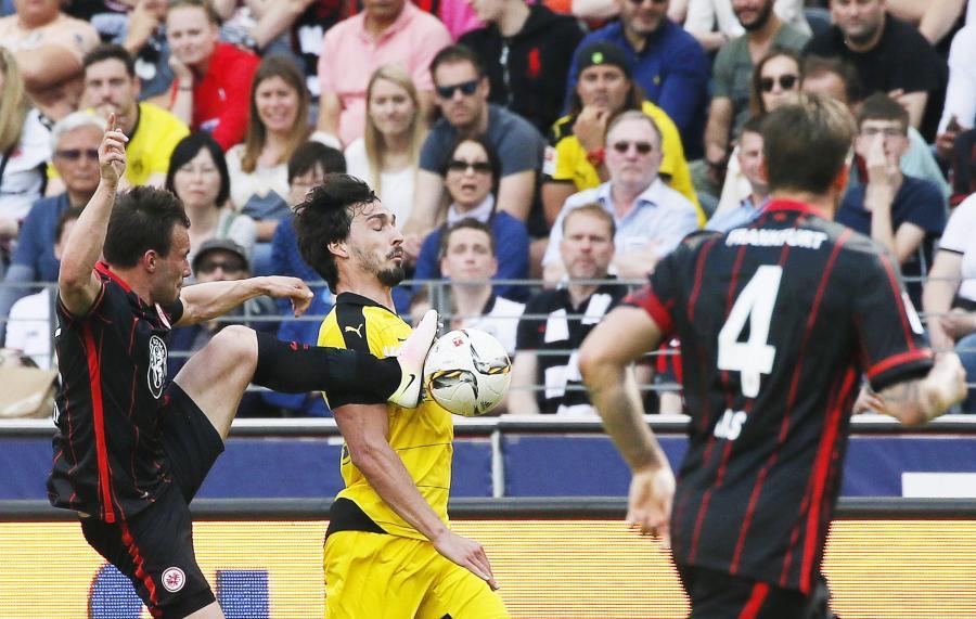 Mats Hummels (w żółtym stroju)