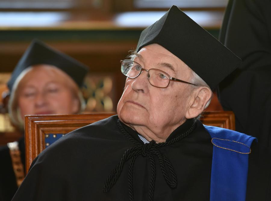 Andrzej Wajda podczas uroczystego posiedzenie Senatu UJ