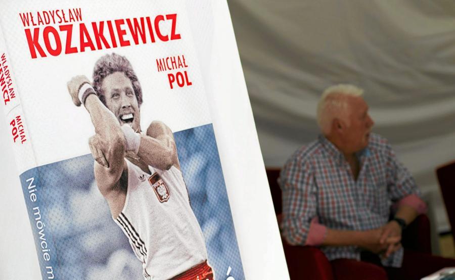 Władysław Kozakiewicz na okładce książki