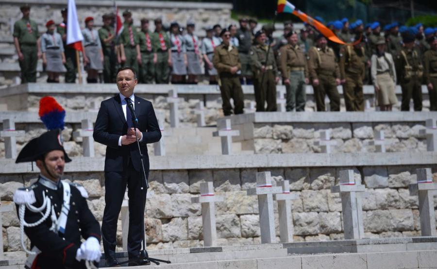 Prezydent Andrzej Duda przemawia podczas uroczystości upamiętniających 72. rocznicę zakończenia bitwy o Monte Cassino