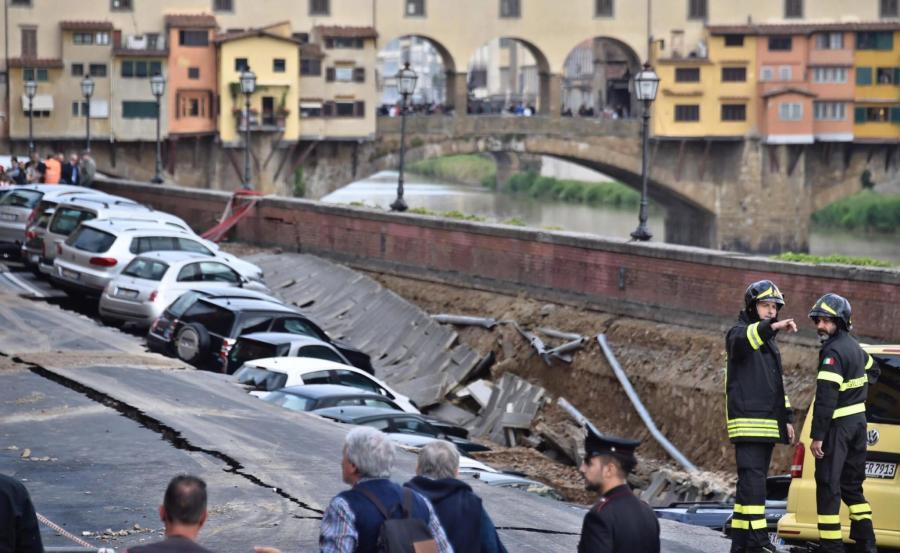 Wielka rozpadlina w centrum Florencji