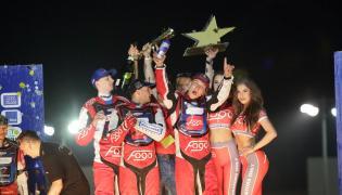 Zwycięska drużyna Fogo Power w składzie: Bartosz Zmarzlik, Piotr Pawlicki i Tobiasz Musielak na podium, podczas finałowych zawodów mistrzostw par żużlowych Speedway Best Pairs Cup 2016