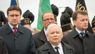 Uroczystości na tamie włocławskiej z okazji 30. rocznicy śmierci księdza Jerzego Popiełuszki. Prezes PiS Jarosław Kaczyński, poseł PiS Mariusz Błaszczak i poseł PiS Łukasz Zbonikowski