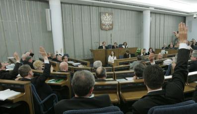 Senat opowiedział się za ograniczeniem subwencji dla partii politycznych