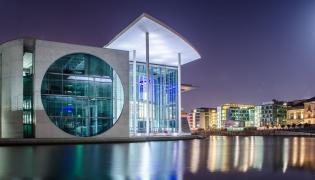 Bundestag nocą
